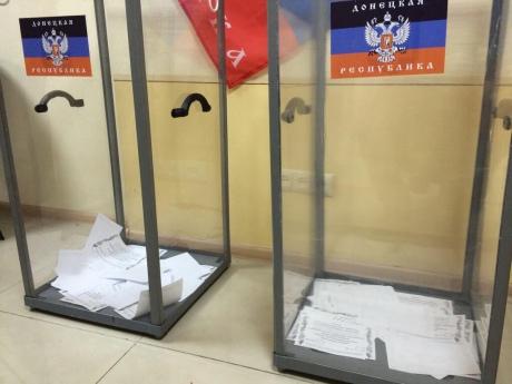 На Донбасі - ''референдум'' сепаратистів під дулами автоматів. ''Народний мер'' вже обіцяє російський рубль