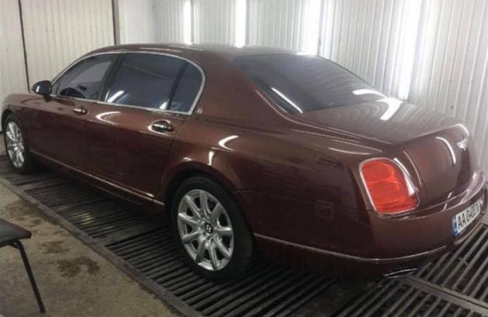 Якобы тот самый Bentley