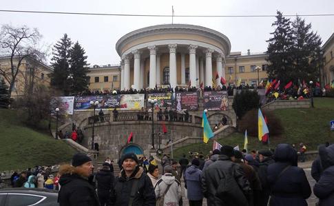 Прихильники Саакашвілі штурмують будівлю, де відбувається дитячий концерт