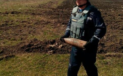 Сапери уКалинівці розпочали розчищати територію складів і біля них