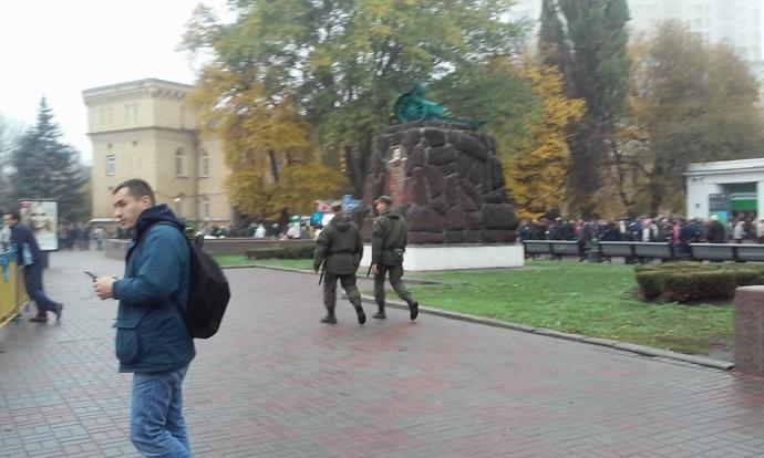 Уполномоченные палаточного городка подВР принудительно обыскивают гостей парламента— Геращенко