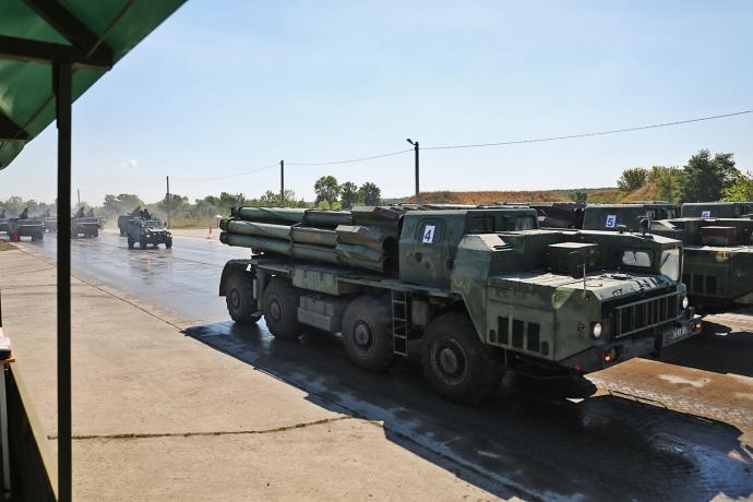 200 единиц военной техники показали готовность кпараду вДень независимости