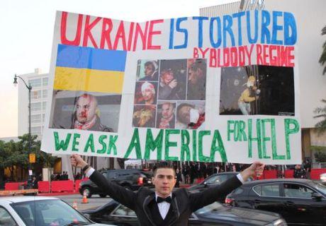 Лос-Анджелес, перед зірками, які приїхали на нагородження Золотий Глобус, розгорнули банер за Україну