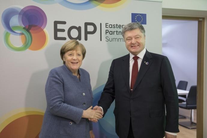 Порошенко зМеркель поговорили про Донбас: озвучено підсумки розмови