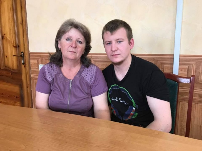 Мати Агєєва приїхала вУкраїну