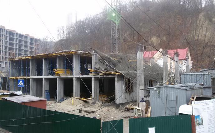 Укрбуд пояснив причини обвалу плит набудівництві вКиєві