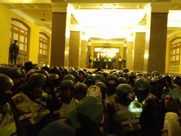 Украинская полиция возбудила уголовное дело по факту попытки захвата Октябрьского дворца