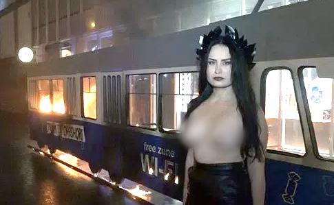 Активістку Femen, що підпалила трамвай у Вінниці, затримали