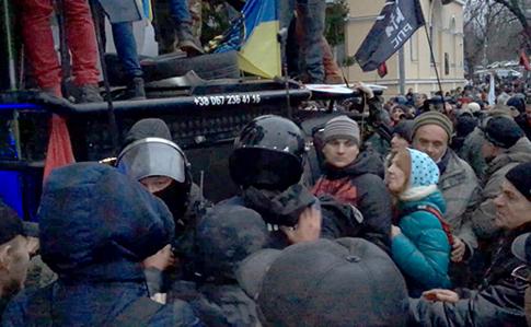 Марш прихильників Саакашвілі: під Жовтневим палацом сталися сутички