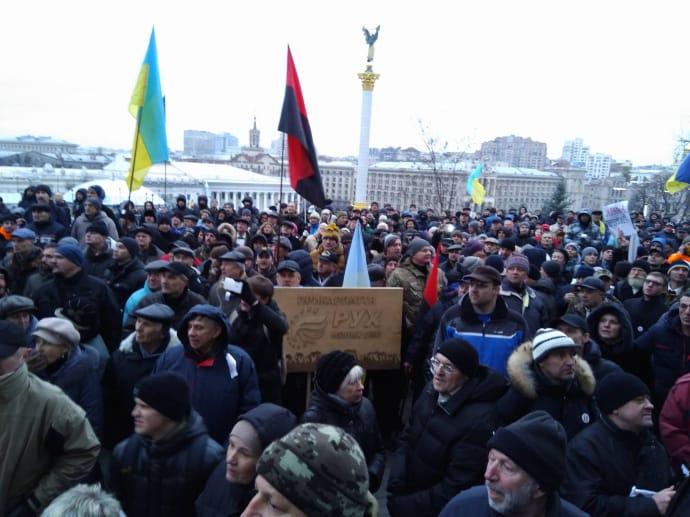 Силовики заблокували Жовтневий палац, куди вирушив Саакашвілі зприхильниками