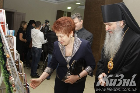 """Людмила Янукович сходила на """"митрополитскую ёлку"""""""