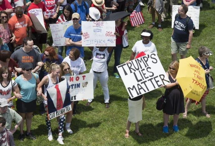 ВСША прошли марши против Трампа