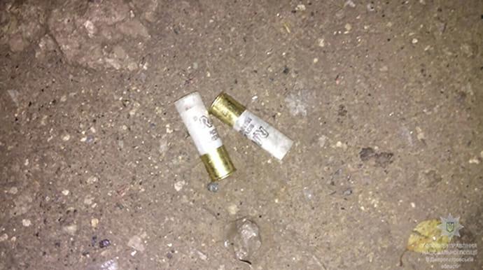 У Дніпрі з автомата обстріляли людей біля магазину: є постраждалі