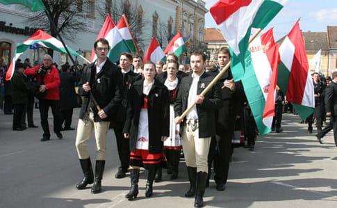 Угорщина зібралася захищати права угорців в Україні