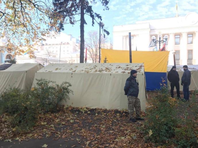 Саакашвили переселился впалатку уРады