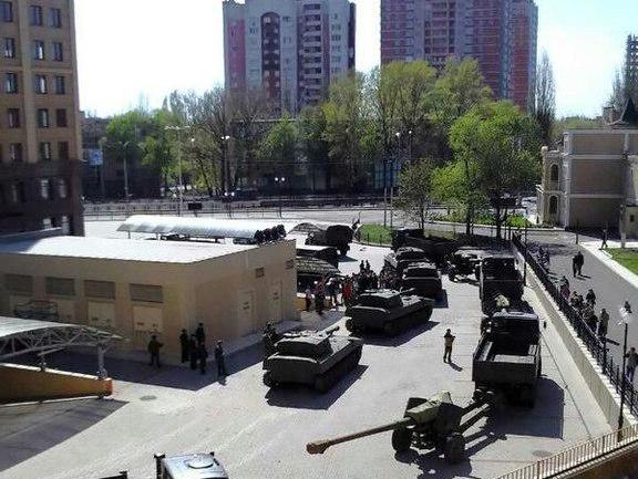 Танки в Донецьку.
