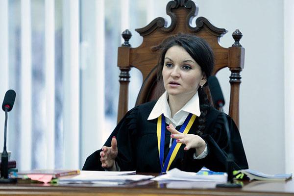 Порошенко сократил судью Царевич