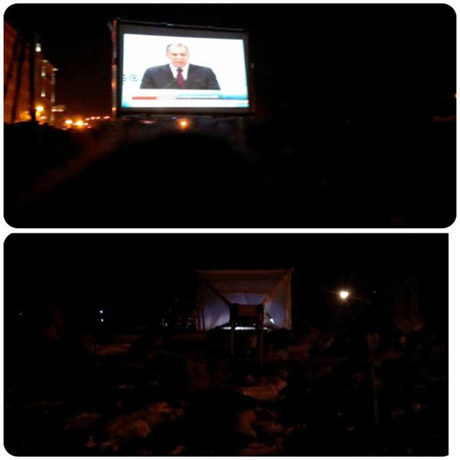 На Грушевского активисты показывают силовикам новости нон-стоп