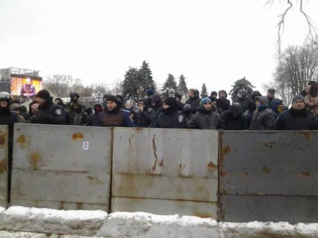 Провладні мітингувальники у Маріїнському парку. Фото Дениса Бігуса
