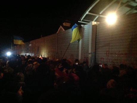 """Автомайдан побывал в """"гостях"""" у Азарова, Рыбака и Ющенко"""