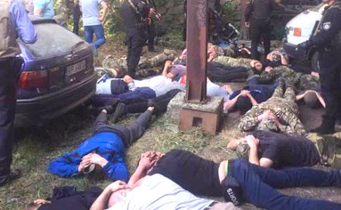 НаВинничине 20 вооруженных неизвестных ранили мужчину, устроив стрельбу из-за земельного конфликта