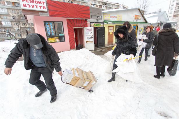 Киев, почтовое отделение не откопали от снега