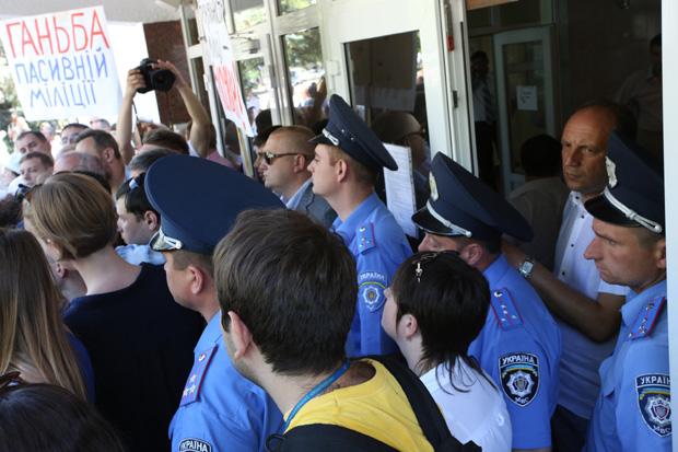 Депутаты решили пройти в здание министерства