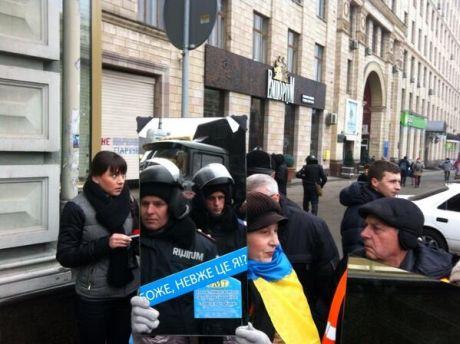 Евромайдановцы показали милиционерам их лица