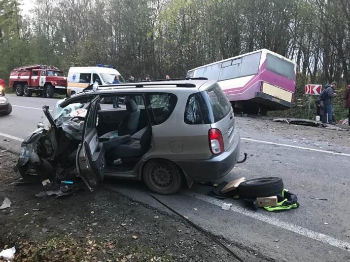 ВоЛьвовской области автомобиль столкнулся савтобусом
