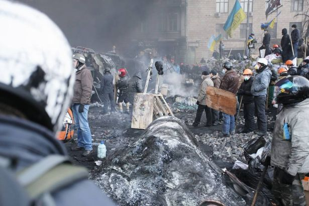 Лед и дым. Фоторепортаж с Грушевского, 25 января