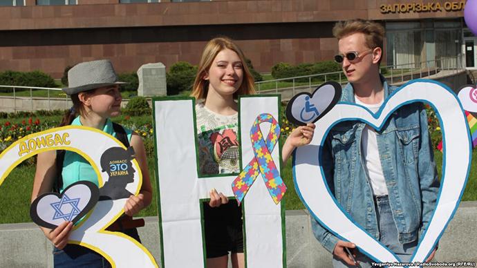 Участников акции вподдержку ЛГБТ избили вЗапорожье
