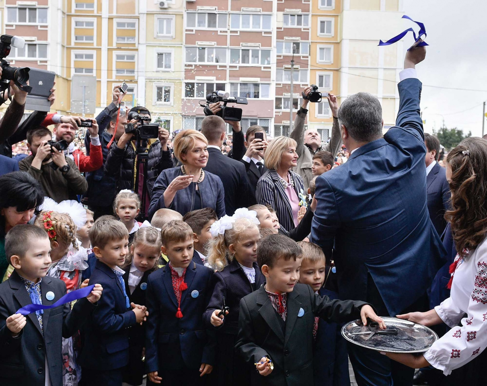 Порошенко відкриває школу. 1 вересня, Пісочин Харківської області