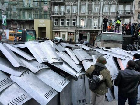 19 января - Вече в праздник Крещения, перекрытие улицы Грушевского и попытка прорыва