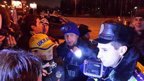 Гаишники решили, что флаг Украины - нарушение (видео)