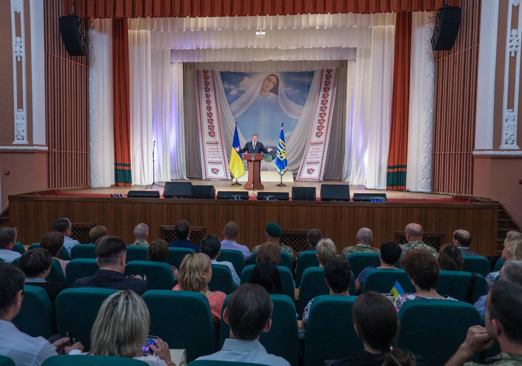Театральний виступ Порошенка. 22 серпня, Сєвєродонецьк Луганської області