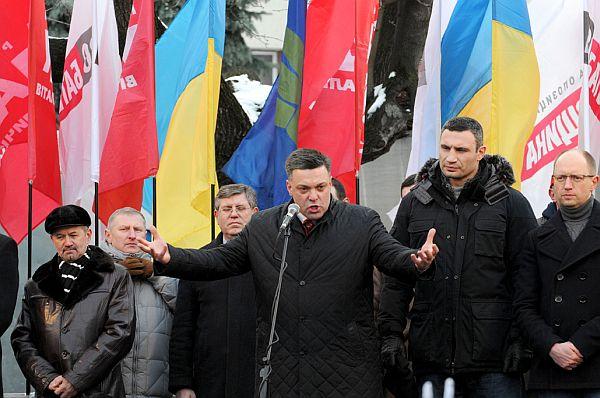 Тягнибок у Івано-Франківську запалював