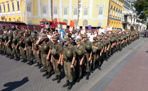 В Одесі - ЛГБТ-прайд, учасників посилено охороняють