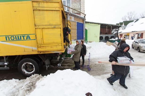 Киев, почту несут 50 метров до отделения