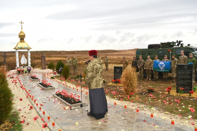 Герои неумирают: Украинский воинам открыли памятник нагоре Карачун— ВИДЕО ФОТО