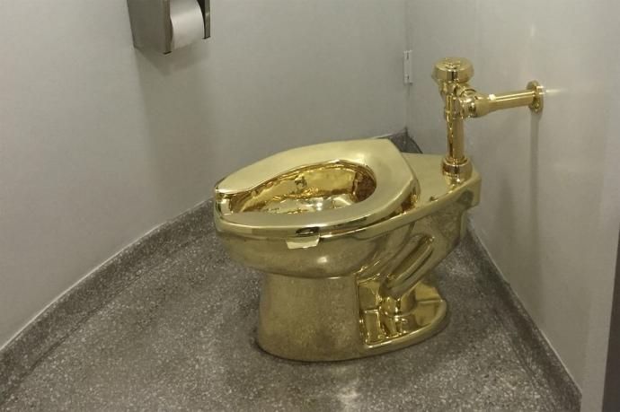 Музей предложил Трампу взять золотой унитаз вместо полотна Ван Гога