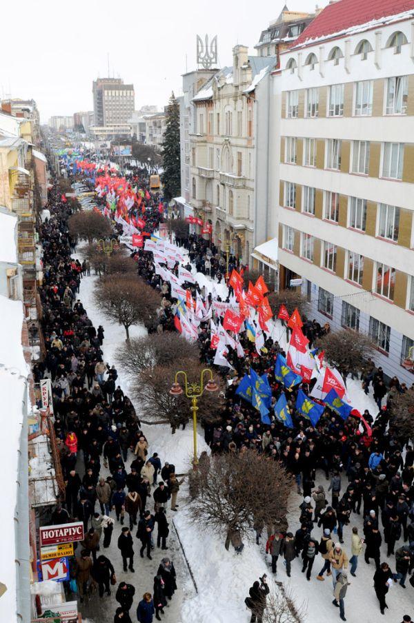 На марші в Івано-Франківську опозиція нарахувала 10 тисяч людей
