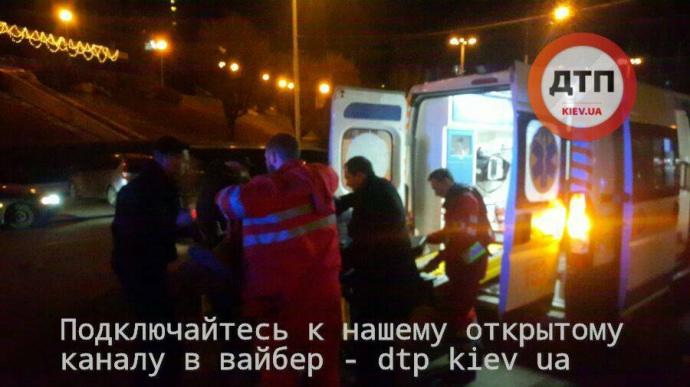 Вцентре столицы Украины изогнестрельного оружия тяжело ранили мужчину иженщину