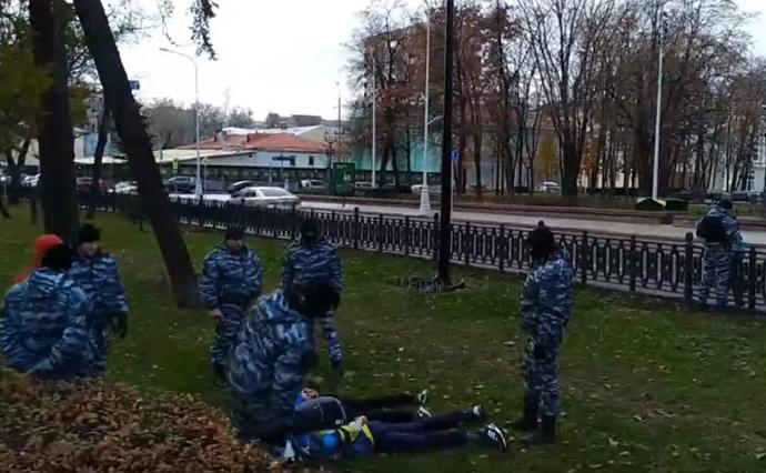 Неменее  30-ти  человек задержали уМанежной площади в российской столице