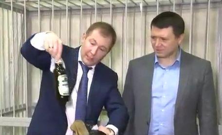 Адвокат Януковича принес в суд