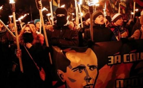 Почитатели Бандеры устроили факельный марш вцентре столицы Украины