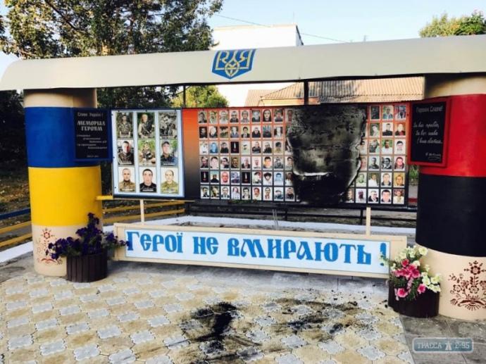 ВОдесской области вандалы сожгли стенд памяти воинов АТО