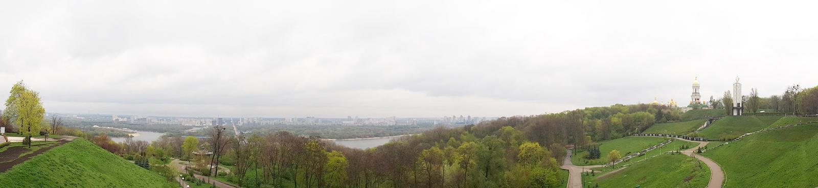 Весняний дощ у Києві, у режимі панорами
