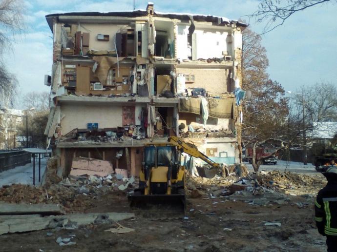 Из-под завалов общежития вЧернигове достали подростка