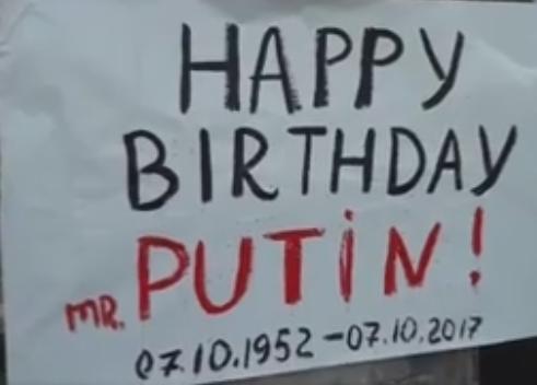 УКиєві активістка Femen вобразі Монро привітала Путіна зДнем народження