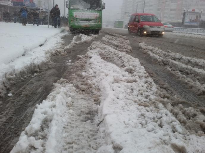 Снегопад вДнепре: аэропорт идороги заблокированы